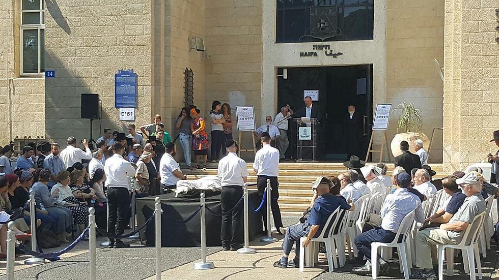 ברחבת העירייה בחיפה
