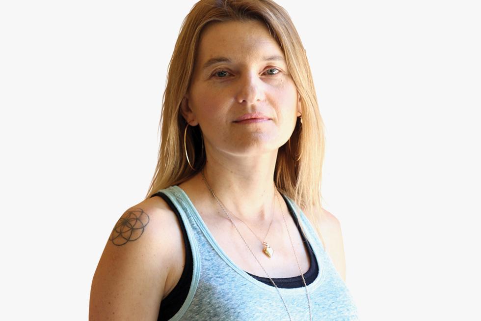 """קשת בר ידין (44) מרעננה, נשואה ואם לארבעה, מוסמכת בבריאות הוליסטית ובפסיכותרפיה, פסיכותרפיסטית. """"מודעות עשויה למנוע התאבדות"""" (צילום: אביגיל עוזי)"""