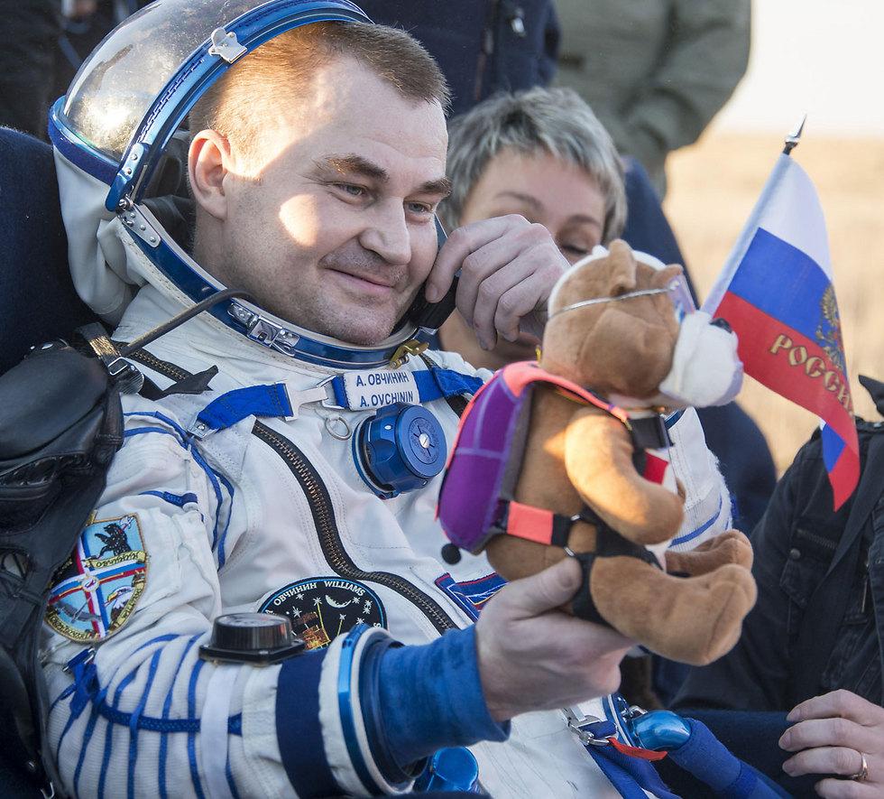 הקוסמונאוט והבובה (צילום: gettyimages)
