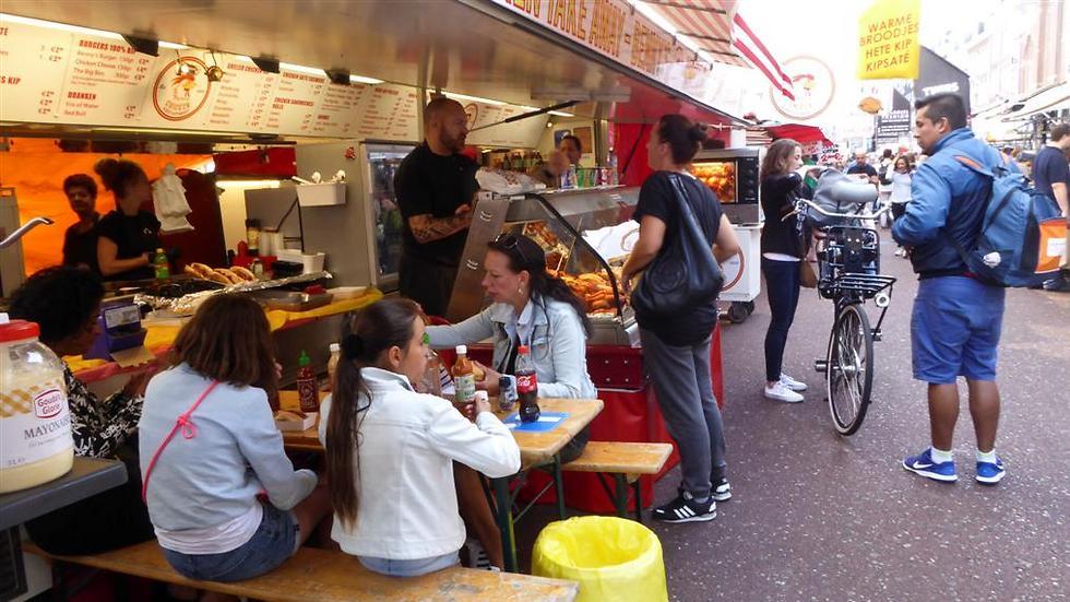 דוכני אוכל ואנשים מכל הצבעים והסוגים (צילוםף גל עפרון) (צילוםף גל עפרון)
