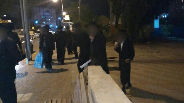 Neturei Karta outside the rabbi's house