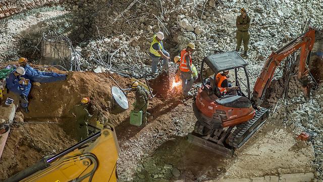 העבודות לאיתור הנעדרים בחניון שקרס (צילום: יובל חן) (צילום: יובל חן)