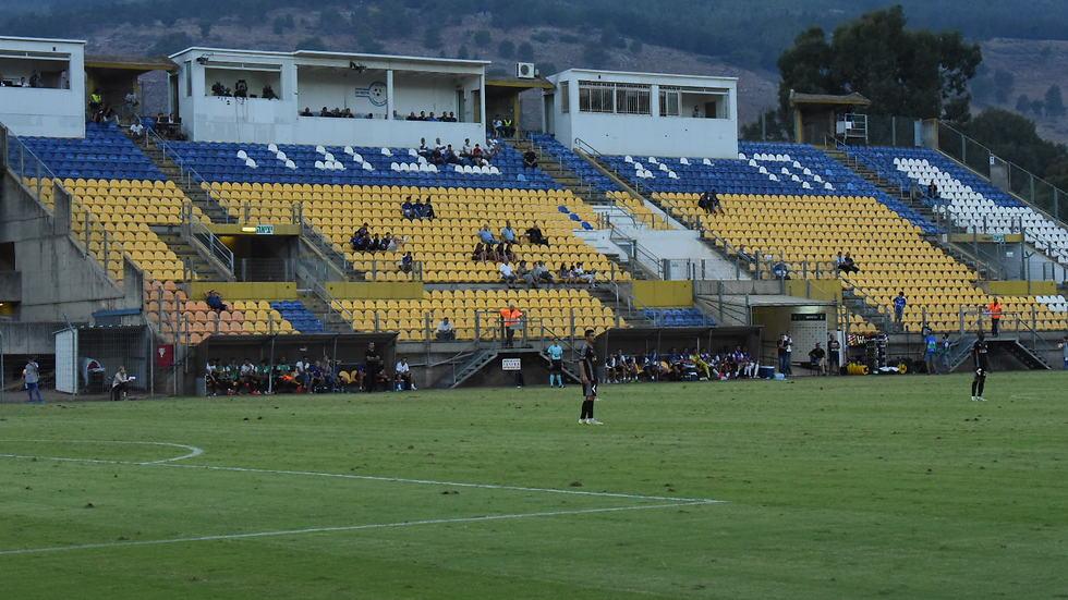 האצטדיון בקריית שמונה. עדיין ללא אישור (צילום: אביהו שפירא)