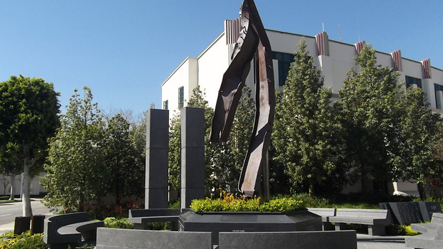 בלוס אנג'לס טקס הזיכרון יתקיים כאן: האנדרטה שבבוורלי הילס ()