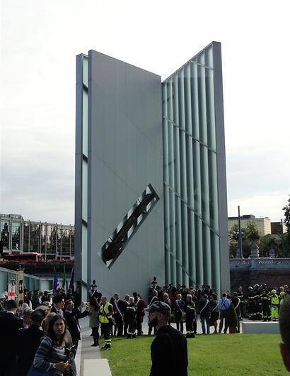 """""""זיכרון האור"""" האנדרטה שעיצב דניאל ליבסקינד בפדובה שבאיטליה"""