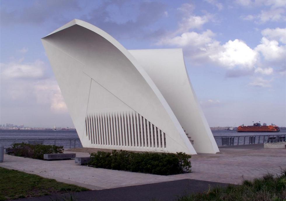 אנדרטת הגלויה המרגשת בסטטן איילנד ()