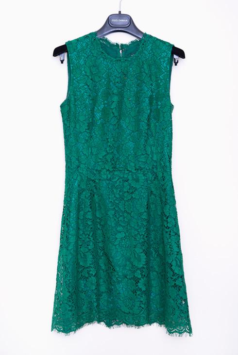"""שמלה תחרה ירוקה, דולצ'ה & גבאנה. """"אי אפשר לבקר באיטליה בלי לקנות משהו של דולצ'ה & גבאנה. זה הכרחי"""" (צילום: ענבל מרמרי)"""
