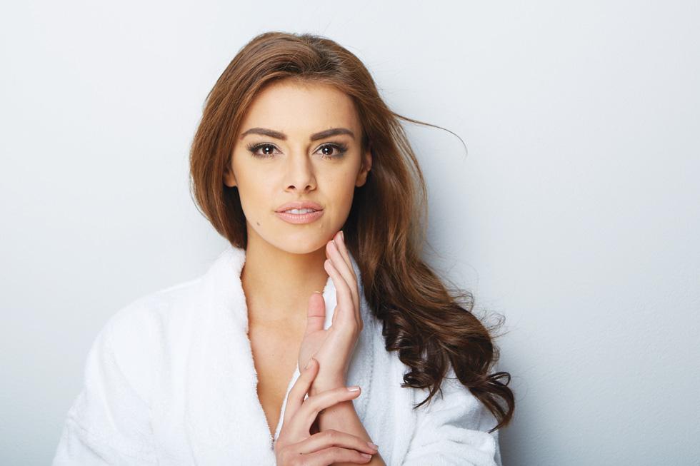 תכשירים המבוססים על חומצות פעילות שמקנים תוצאות מיידיות בעור הפנים, הצוואר והידיים (צילום: Shutterstock)