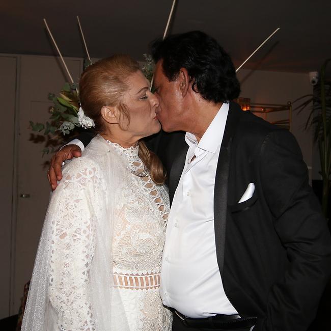 רשאי לנשק את הכלה. הזוג המאושר רגע לפני (צילום: ענת מוסברג)