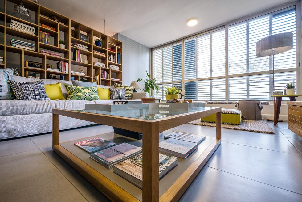 """120 מ""""ר המתחלקים על פני ארבעה חדרים משופצים, קומה ראשונה עם מעלית בבניין מגורים (צילום: איתי סיקולסקי)"""