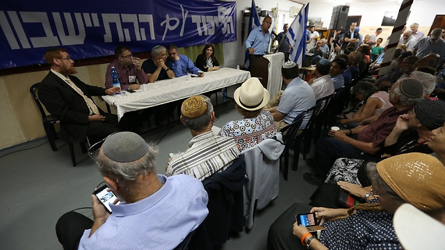 Amona, Ofra residents meet with Likud MKs to protest the planned demolition of their homes (Photo: TPS/Hillel Maeir)
