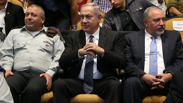 IDF chief Eisenkot, Prime Minister Netanyahu and Defense Minister Lieberman (Photo: Shaul Golan) (Photo: Shaul Golan)