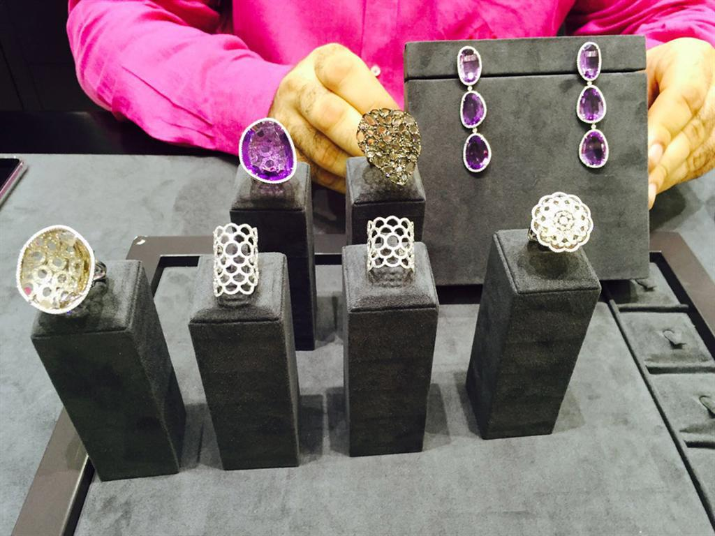 התכשיטים שהוצגו במכירה הפומבית ()