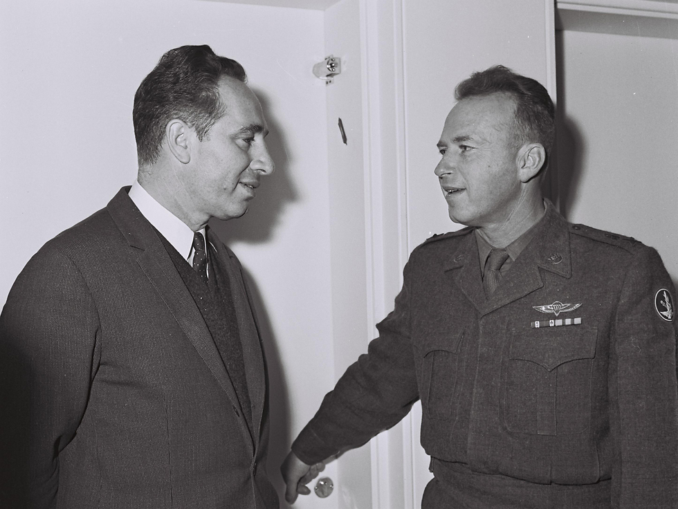 Then-deputy defense minister Peres (L) and IDF chief of staff Rabin (Photo: GPO)