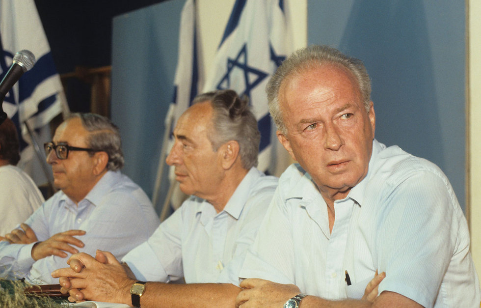 Peres, center, with Yitzhak Rabin to his left and Yitzhak Navon to his right at a Labor party meeting in 1984 (Photo: David Rubinger)