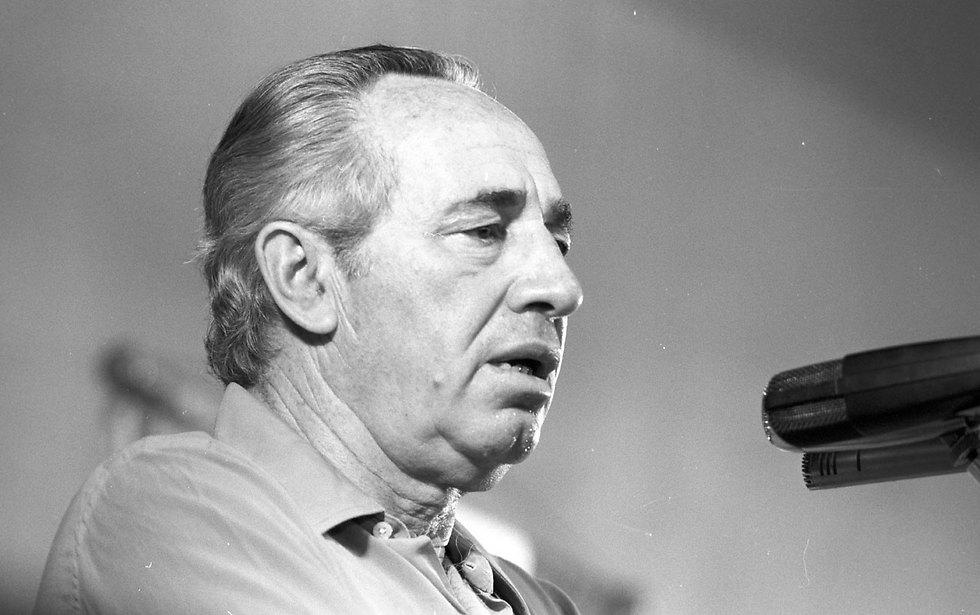 Peres in 1981 (Photo: David Rubinger) (צילום: דוד רובינגר)