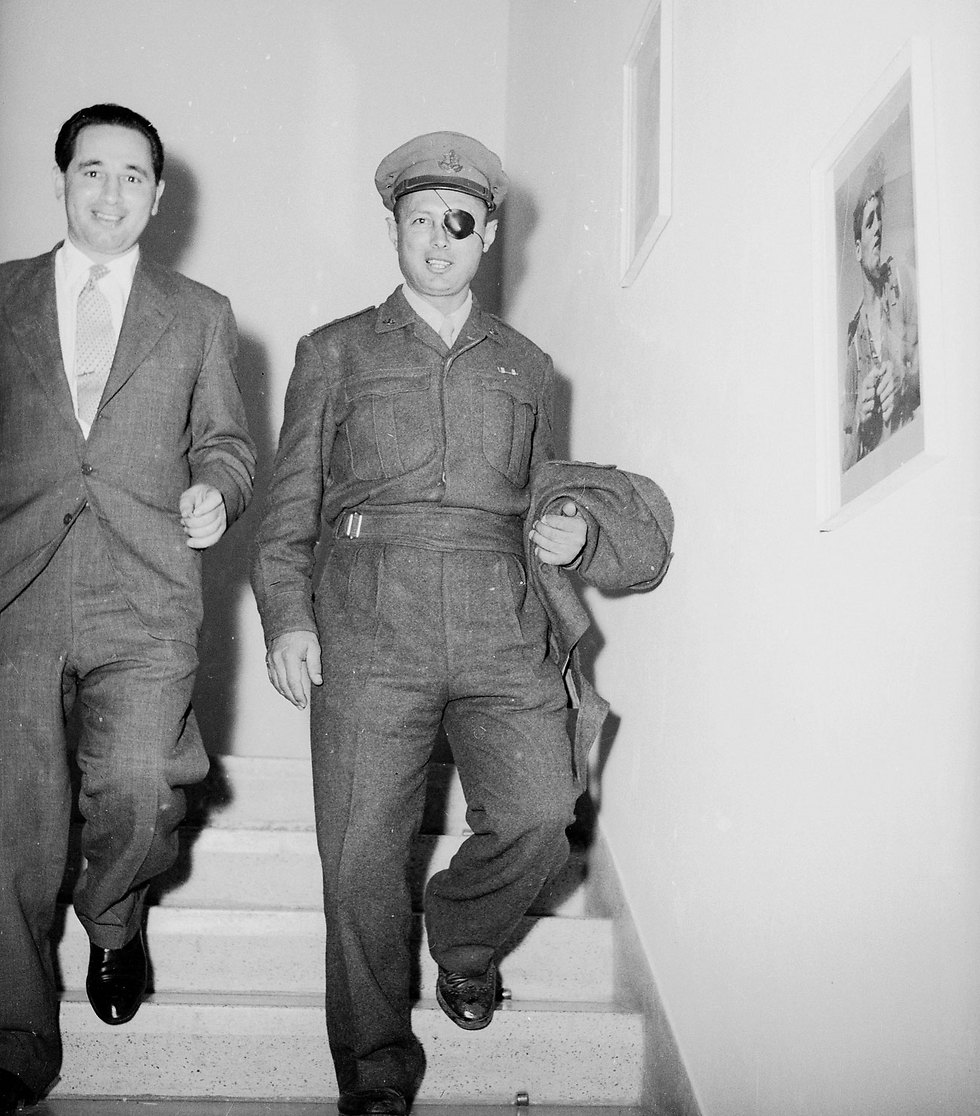Peres with then senior IDF officer Moshe Dayan in 1953 (Photo: David Rubinger)
