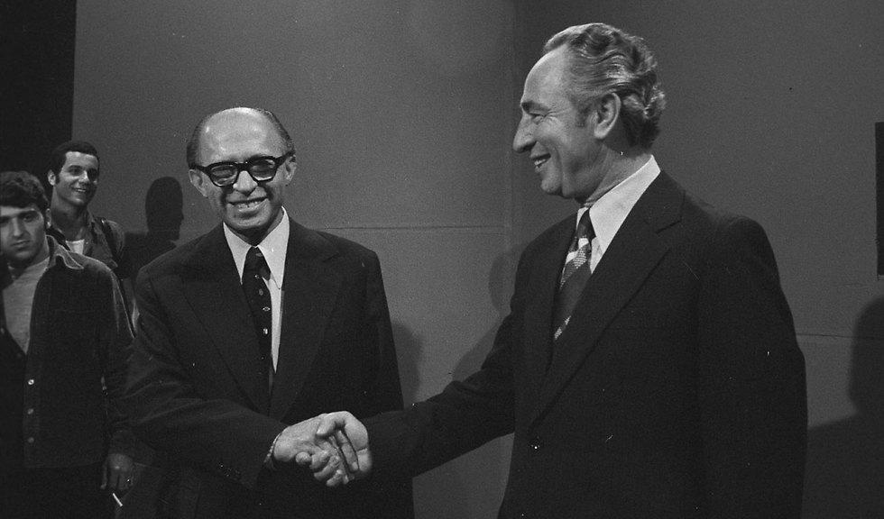 Peres with Menachem Begin at an election debate in 1977 (Photo: David Rubinger)