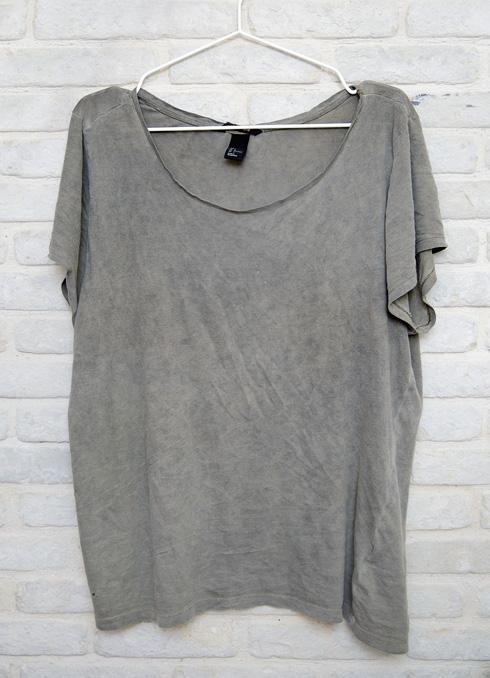 """חולצת טי מחוררת, H&M. """"אני אובססיבית אליה בקטע פסיכי"""" (צילום: ענבל מרמרי)"""