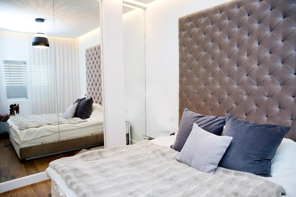 הצבע הלבן דומיננטי במלתחה של זרמון ובעיצוב הבית (צילום: ענבל מרמרי)