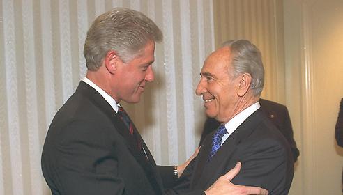 Shimon Peres and Bill Clinton (Photo: Sa'ar Yaakov, GPO)