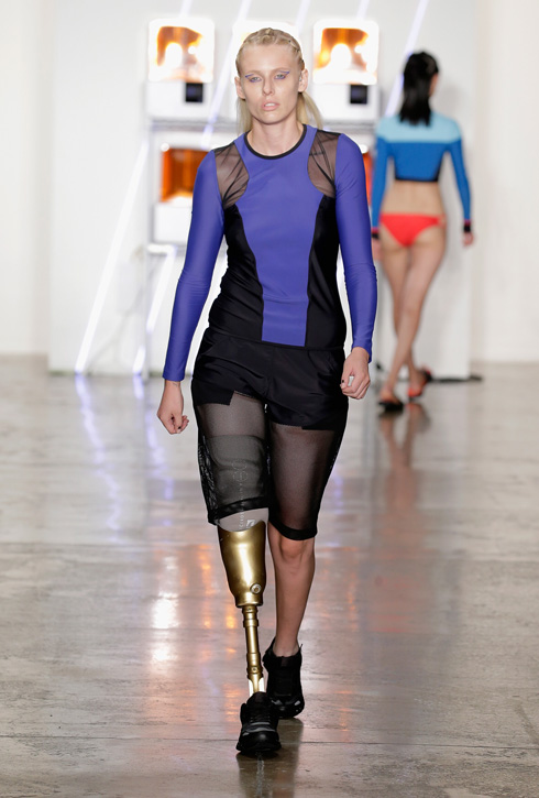 לורן ווסר  בתצוגה של  Chromat בשבוע האופנה ניו יורק 2016 (צילום: Gettyimages)