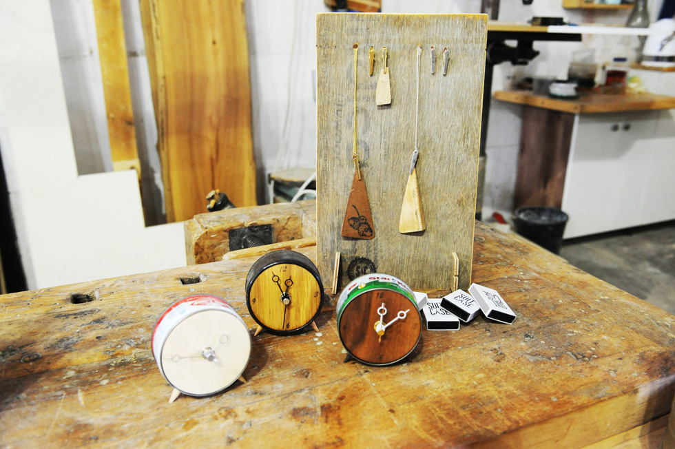 שעונים מקופסאות שימורים (צילום: ישראל יוסף)