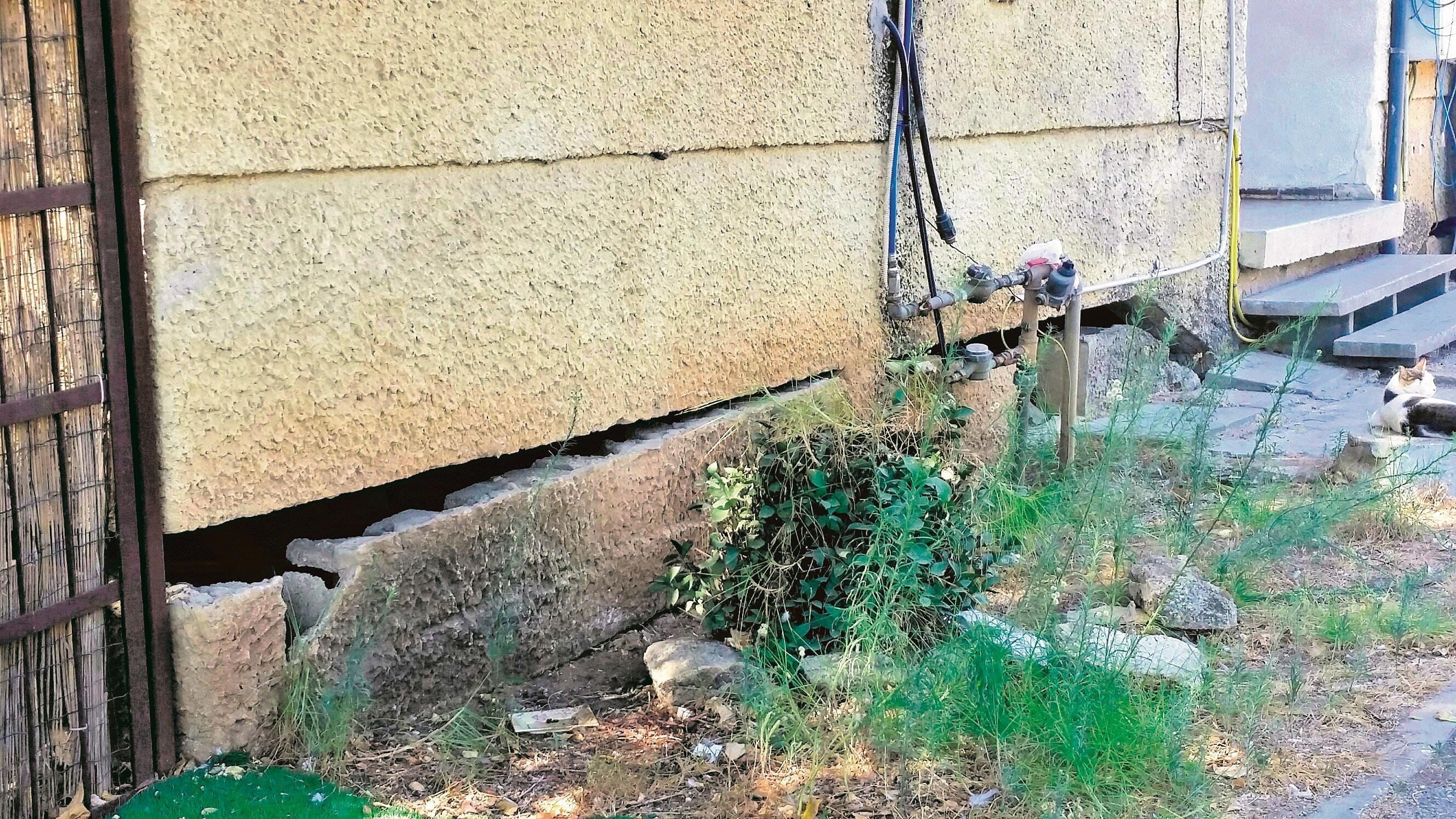תמונת מצב קשה. בניין בסיכון באחת השכונות הוותיקות בעיר