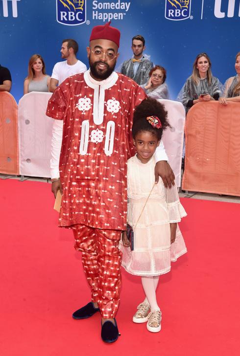 מקפידים לא להצטלם יחד על השטיחים האדומים. לופיטה ניונגו (למעלה) ומובולג'י דאוודו עם בתו בת השבע (צילום: Gettyimages)