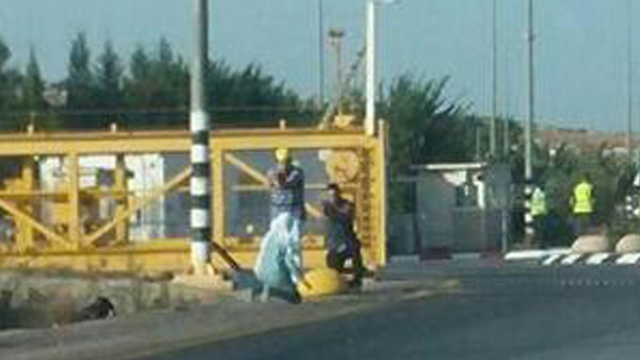 The terrorist being neutralized (Photo: Medabrim Tikshoret)