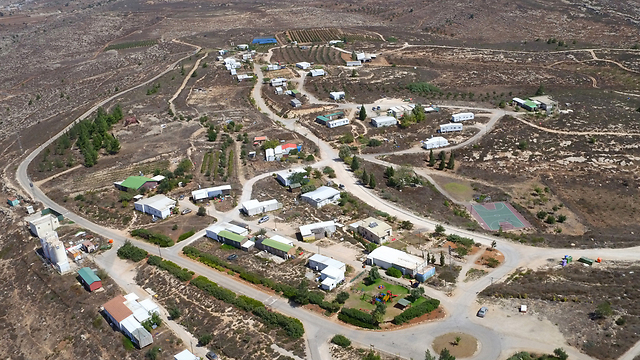 An aerial view of the settlement of Amona (Photo: Tomerico)