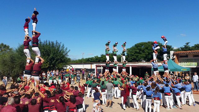 קסטיירס: פסטיבל עתיק ומסורתי עם מגדלים אנושיים באמצע הרחוב (צילום: אמיר רוכמן) (צילום: אמיר רוכמן)