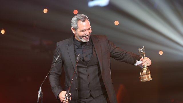 מוריס כהן בעת קבלת הפרס (צילום: אלכס קולומויסקי) (צילום: אלכס קולומויסקי)