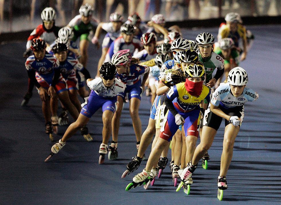 ככה זה נראה בפועל. תחרון מרתון ברולר בליידס (צילום: רויטרס) (צילום: רויטרס)