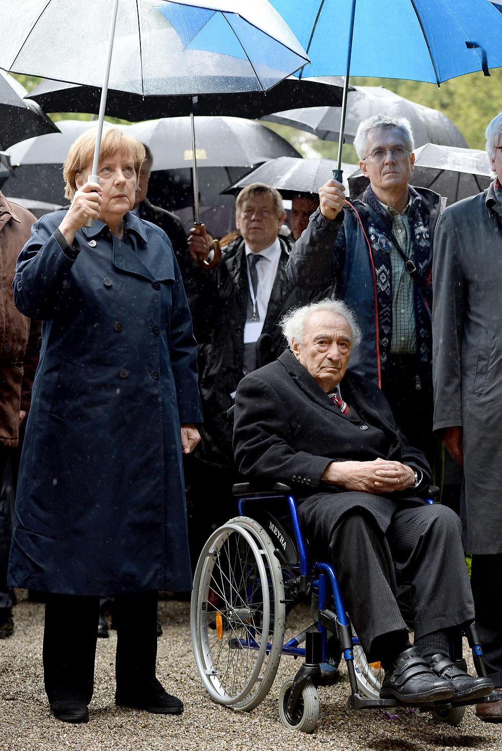 מאי 2016. מרקל ומנהיימר בטקס בדכאו (צילום: AP) (צילום: AP)