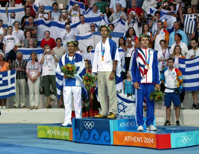 """עם מדליית הזהב באולימפיאדת אתונה. """"התעלות, גאווה והקלה גדולה"""" (צילום: ראובן שוורץ)"""