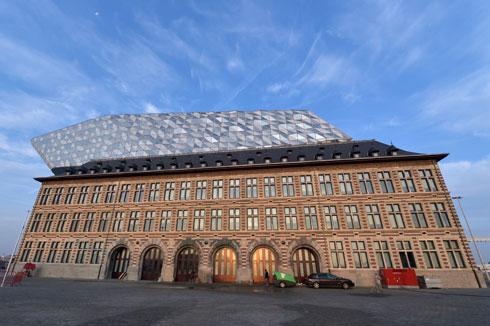 התוספת, שמכפילה את שטחו של הבניין המקורי, אינה מחוברת אליו (צילום: רויטרס)