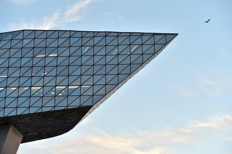 עיר היהלומים והנמל, שהיא המנוע הכלכלי של בלגיה, ביקשה אייקון בדומה לערים רבות בעולם ששכרו את שירותיה של זאהה חדיד (צילום: רויטרס)