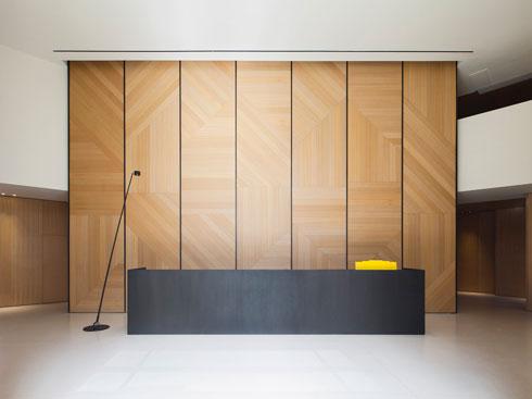 האדריכליות רונה לוין ורותי פקר שיכנעו שהמרהיב לא חייב להיות נוצץ (צילום: עמית גרון)