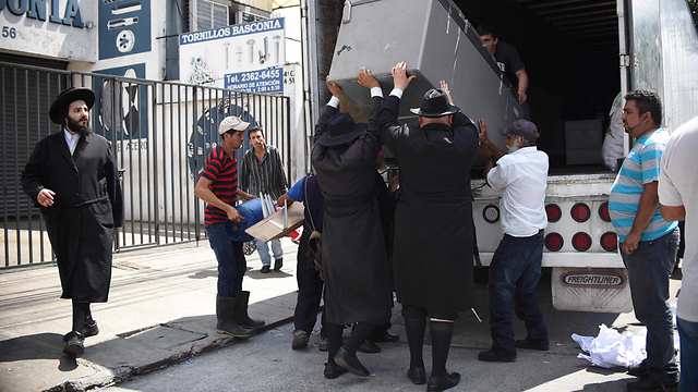 Lev Tahor members leaving their Guatemala home (Photo: AFP)