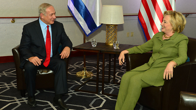 Benjamin Netanyahu meeting with Clinton (Photo: Kobi Gideon/GPO)