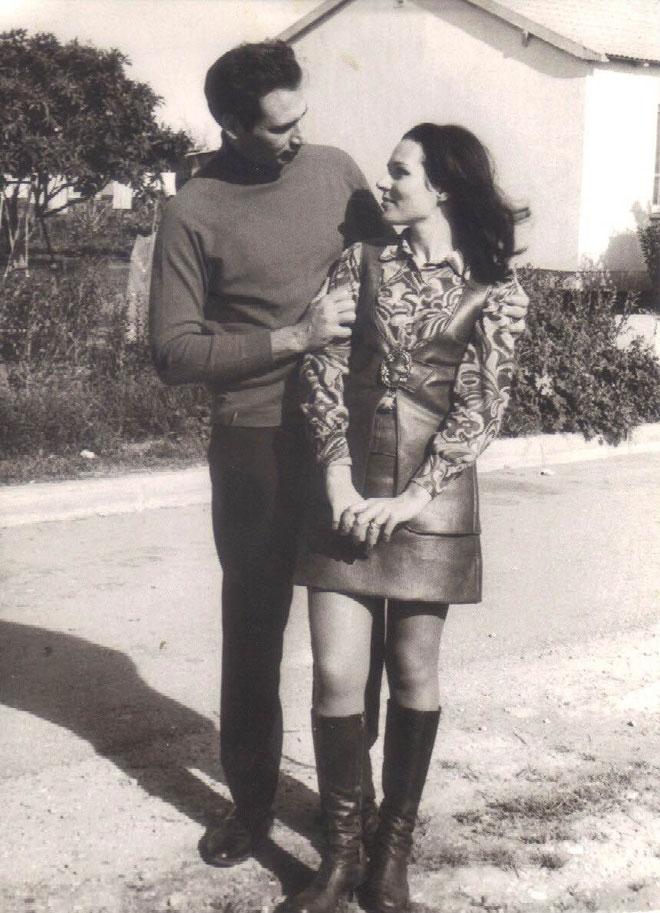 """נבחרה ל-20 המועמדות הסופיות לתחרות מלכת היופי, אך פרשה ממנה ודגמנה בהמשך לשבועות האופנה שהתקיימו במלון הילטון בשנות ה-60. חיה בירן עם בעלה צחי בירן ז""""ל (צילום: אלבום פרטי)"""