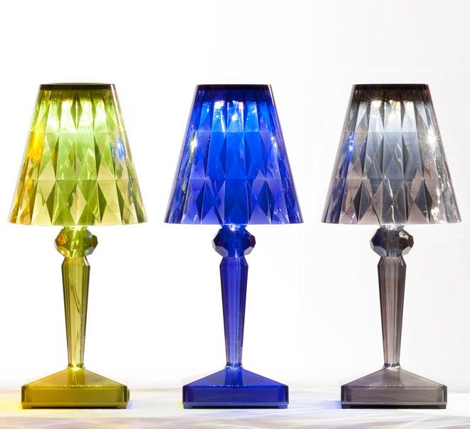 כחול קובלט בצבעים החדשים של מנורות ''קרטל'' (צילום: הביטאט Kartell)