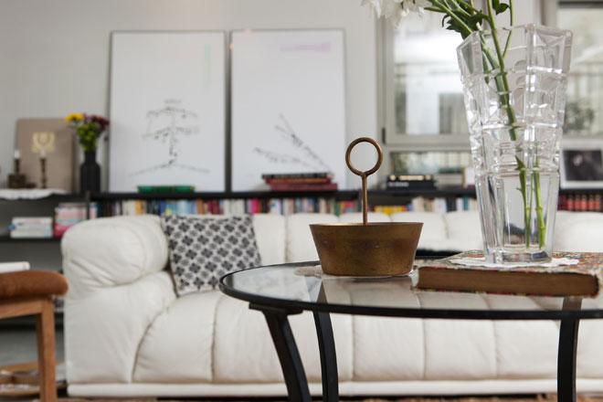 סלון מולבש היטב בבית שעיצבה מירב גליס המלי (צילום: שירן כרמל)