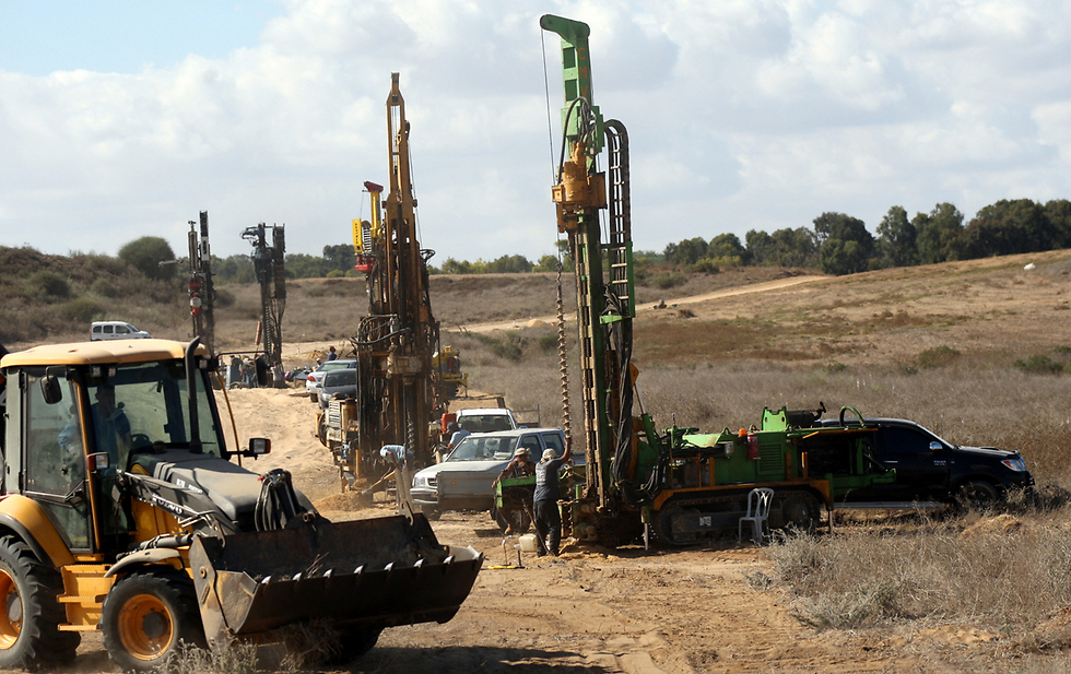 Construction of an obstacle against tunnels (Photo: Roee Idan)