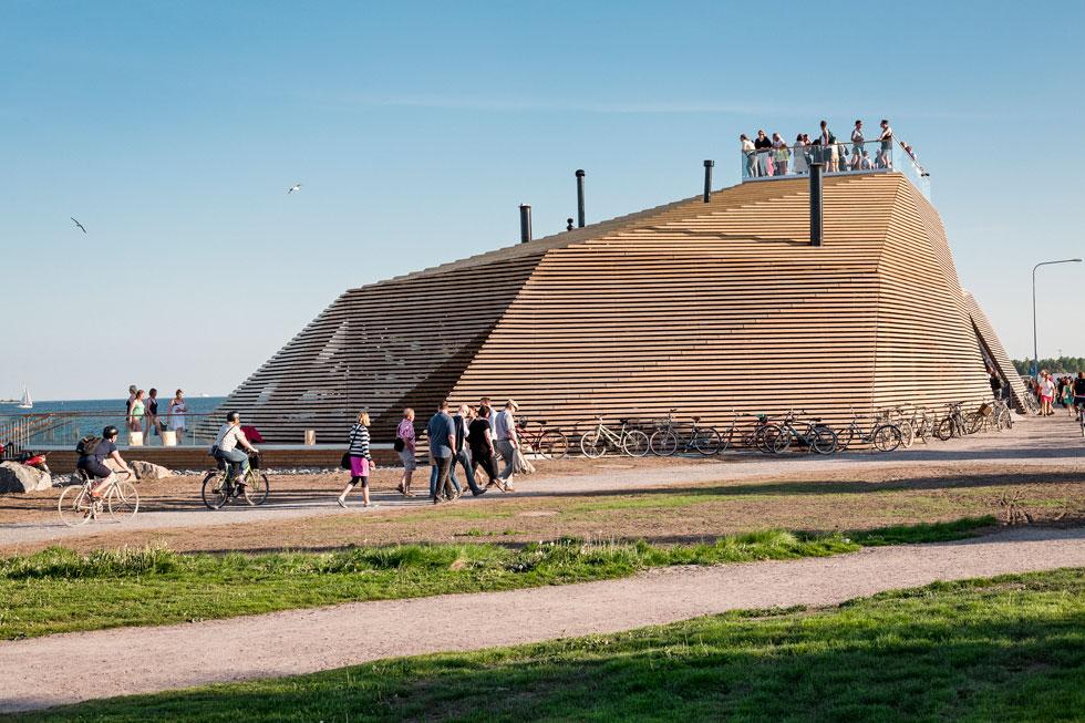 המבנה רב זוויות ומזכיר בצורתו סלע על החוף. הפארק המתוכנן כולל גבעות מלאכותיות, כך שהמבנה לא יבלוט לגובה (צילום: kuvio.com)