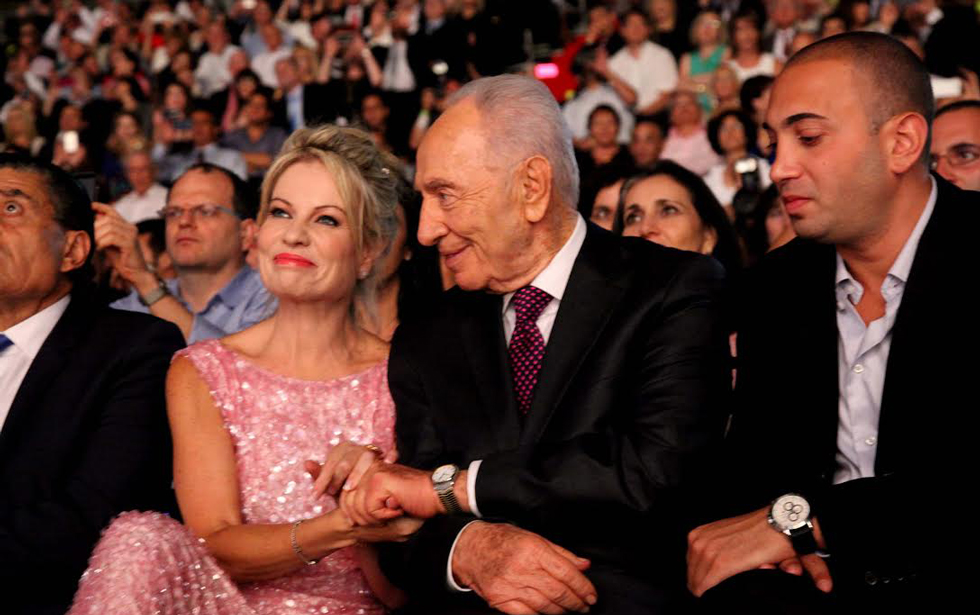 שמעון פרס ועפרה אלול. צילום: סיון פרג'