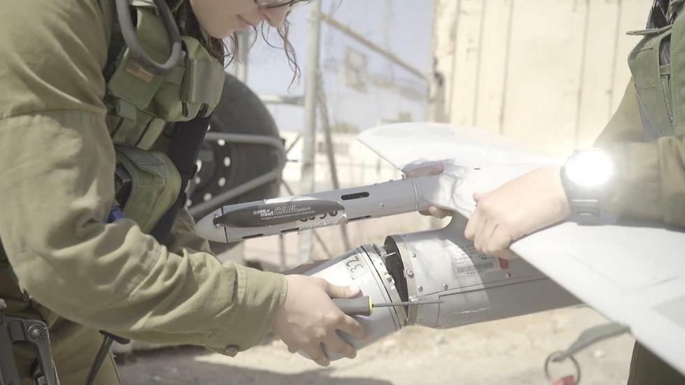 Skylark fighters fixing a drone (Photo: IDF Spokesman's Office)