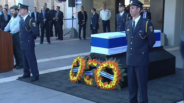 Peres's casket outside the Knesset (Photo: Mizmor)