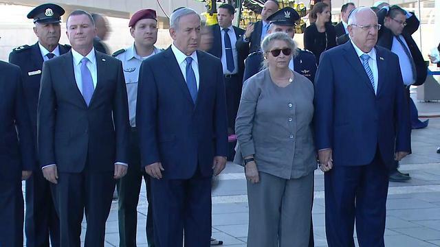 Left to right: Knesset Speaker Edelstein, Prime Minister Netanyahu, Mrs. Rivlin, President Rivlin (Photo: Mizmor)